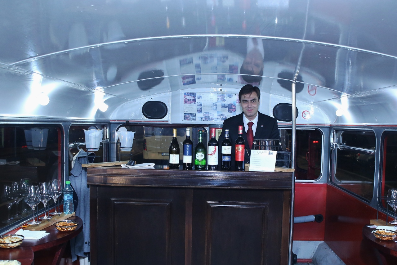 Degustare de vin in London Bus